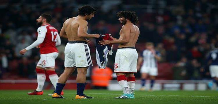 النني وحجازي يتبادلان القمصان بعد نهاية المباراة