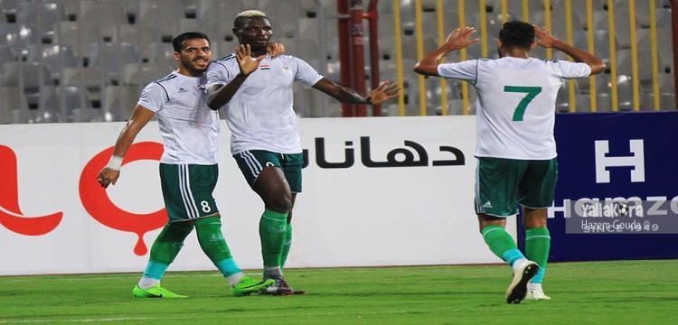 بانسيه مع لاعبي المصري