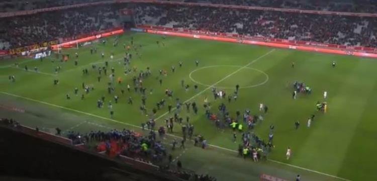 جماهير ليل تقتحم الملعب