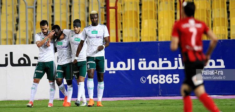 لاعبو المصري بعد تسجيل الهدف الثاني في الداخلية