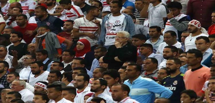 بالفيديو.. مرتضى منصور ينفعل على حياتو في منصة التتويج