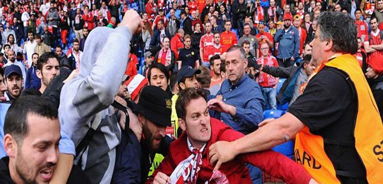 تغريم ليفربول وأشبيلية بسبب شغب الجماهير في نهائي الدوري الأوروبي