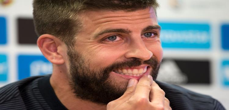 برشلونة يوبخ بيكيه بعد مشاركته في انتاج فيلم وثائقي للاعب الفرنسي أنطوان جريزمان