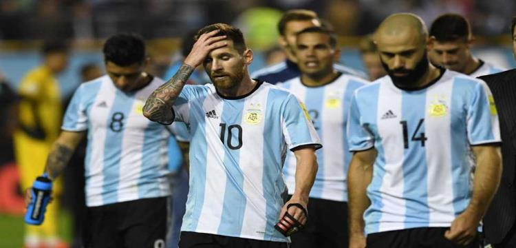 تقرير.. منتخب الأرجنتين يتشبث بالفرصة الأخيرة لجيل ميسي