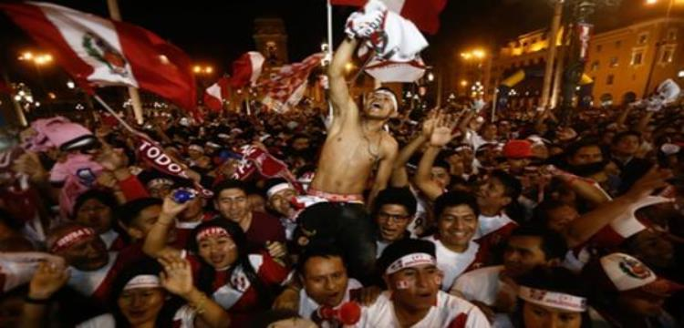 الاحتفالات تعم شوارع بيرو بعد التأهل التاريخي للمونديال.. وعطلة رسمية