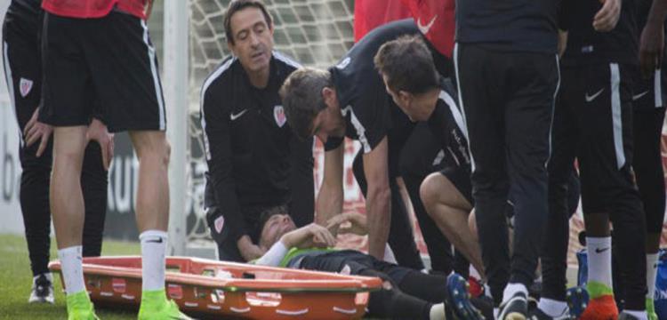 بالفيديو.. حارس بلباو يتعرض لإصابة