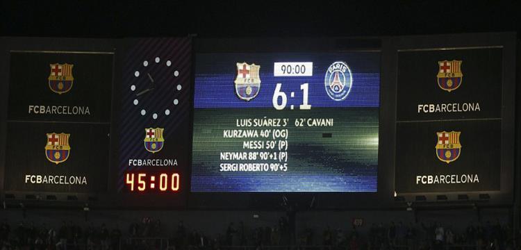 يويفا يوقع عقوبة على برشلونة بسبب اقتحام جماهيره الملعب بعد مواجهة باريس