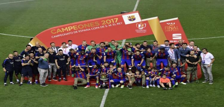 بالفيديو.. برشلونة يعزز رقمه القياسي ويتوج بكأس الملك على حساب ألافيس