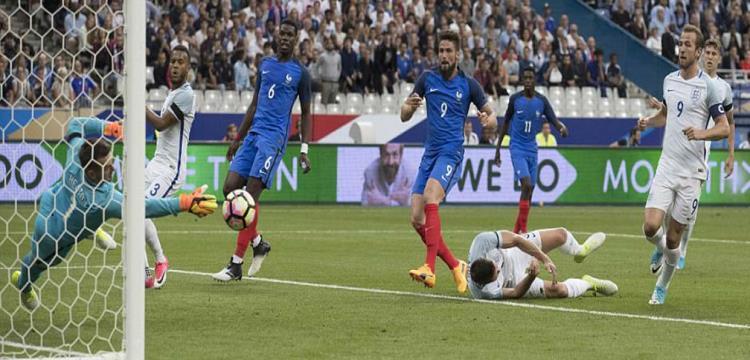 الجماهير الفرنسية تردد النشيد الوطني لإنجلترا في ملعب ستاد دو فرانس