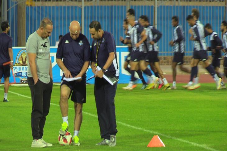التوأم يُحذر لاعبي بيراميدز من 7 أمور قبل مواجهة المصري
