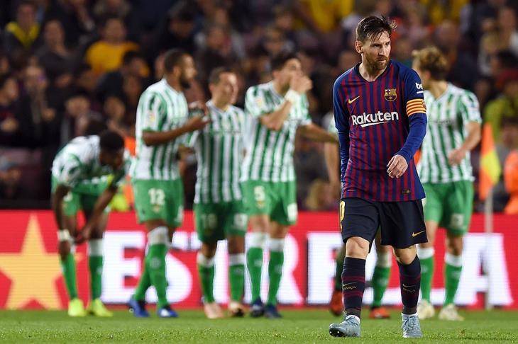 بالفيديو.. ريال بيتيس يفاجئ برشلونة بحفل أهداف في أمسية عودة ميسي لليجا