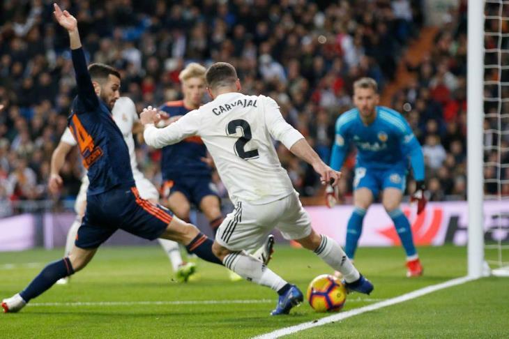 ريال مدريد يهزم فالنسيا ليقترب من المربع الذهبي لليجا