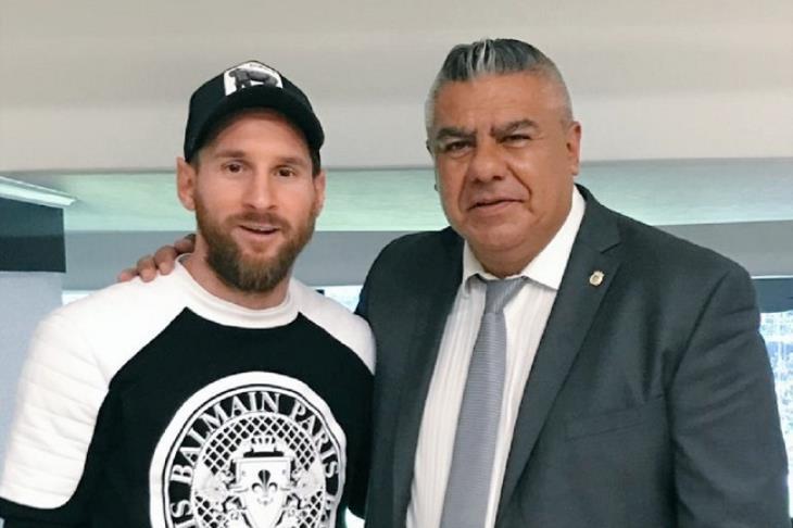 على هامش نهائي ليبرتادوريس.. رئيس الاتحاد الأرجنتيني يلمح إلى عودة ميسي
