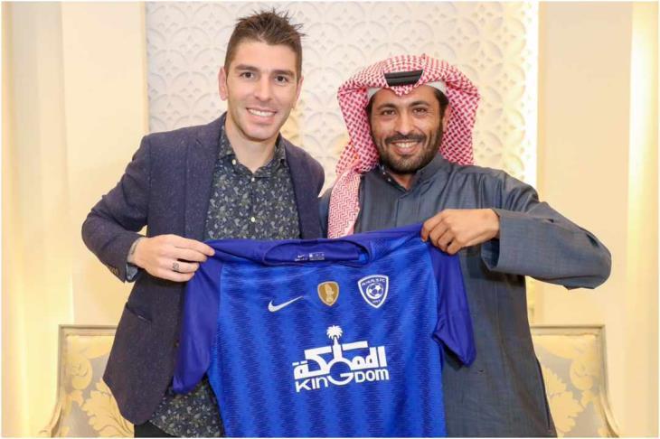 الهلال السعودي يتعاقد مع جوناثان سوريانو لاعب برشلونة الأسبق