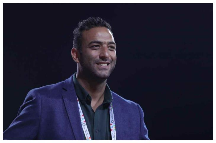 ميدو ويعاونه مدرب الأهلي السابق في الجهاز الفني للوحدة السعودي