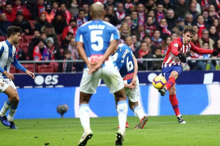 أتلتيكو يواصل الضغط على برشلونة وإيبار يوقف انطلاقة بيتيس في الدوري الإسباني
