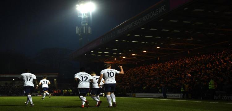 توتنهام يهزم سوانسي بثلاثية ويتأهل للدور قبل النهائي بكأس الاتحاد الإنجليزي