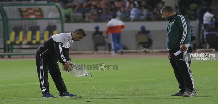 المصري يكشف ليلا كورة سبب رش الملعب بقارورة مياه