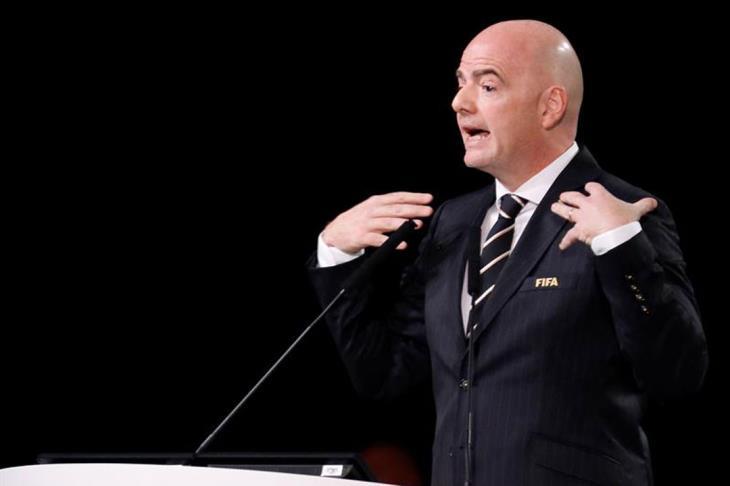 رئيس الفيفا يلمح مجددا لمشاركة جيران قطر فى تنظيم مونديال 2022