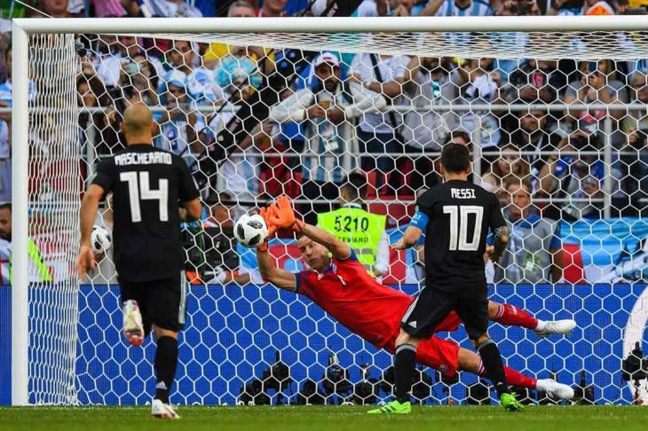 بالفيديو.. ميسي يهدر ركلة جزاء.. وأيسلندا تخرج بنقطة تاريخية أمام الأرجنتين