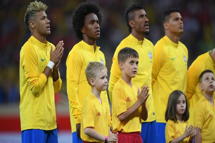 البرازيل تفقد دانيلو حتى نهاية كأس العالم بسبب الإصابة