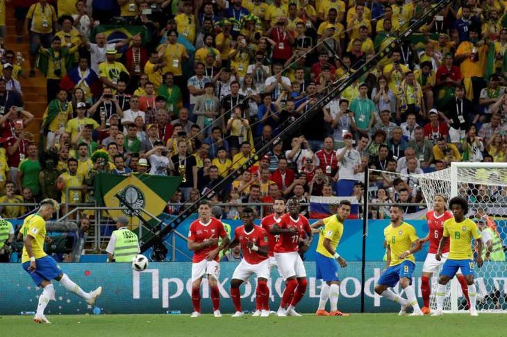 لاعبو البرازيل يبدون استيائهم من التعادل أمام سويسرا في المونديال