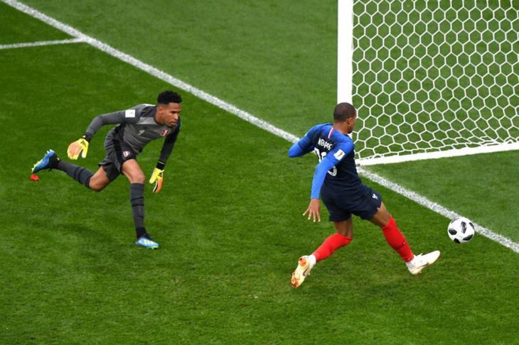 مبابي يقود فرنسا للفوز ويقصي بيرو من كأس العالم