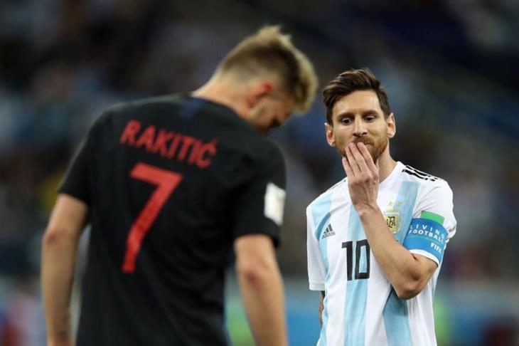 رور مدرب نيجيريا: مواجهة الأرجنتين بتواجد ميسي أمر مختلف
