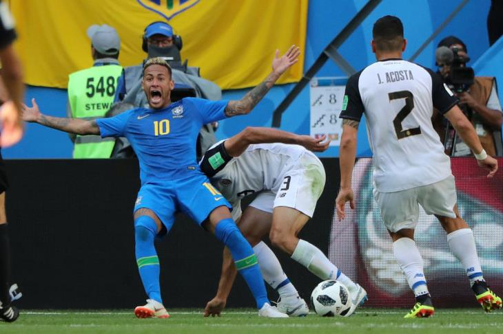مدرب كوستاريكا: استطعنا تحجيم البرازيل خلال 91 دقيقة