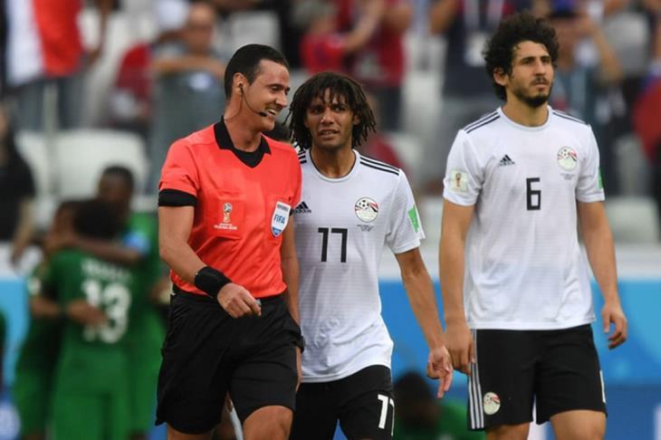 بالفيديو .. لماذا أصر الحكم على احتساب ضربة جزاء للسعودية أمام مصر؟