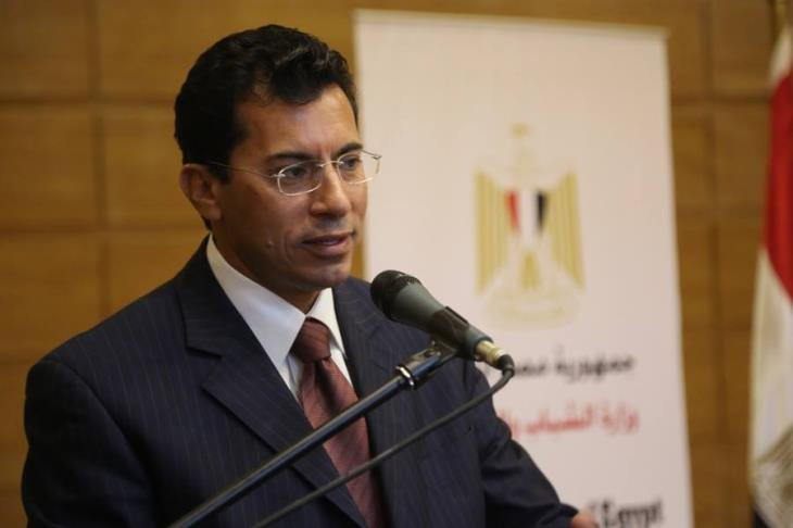 وزير الرياضة يجتمع بالخطيب في منزله لحل أزمة مباراة الأهلي والجونة