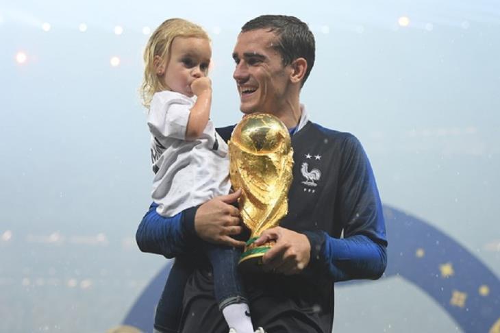 جريزمان: نجوم فرنسا الأحق بالكرة الذهبية