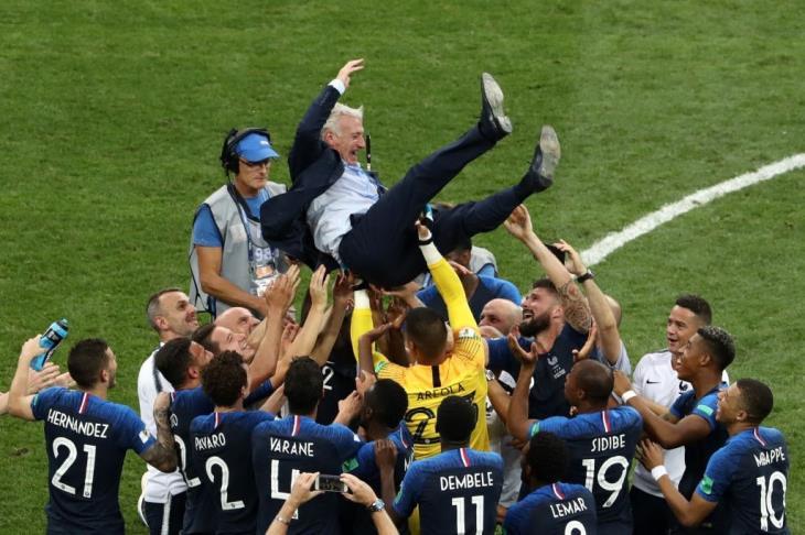 """لاعبو فرنسا وديشامب سيحصلون على وسام """"جوقة الشرف"""" الفرنسي"""