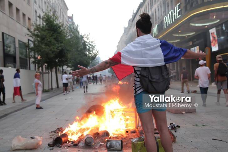 بالصور.. احتفال الجمهور الفرنسي بكأس العالم يتحول لشجار