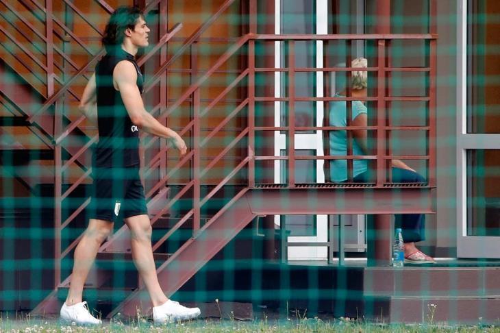 كافاني يثير الشكوك حول موقفه من مباراة أوروجواي وفرنسا