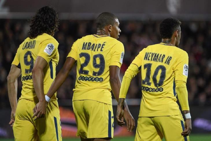 نيمار يسجل في فوز باريس على كان في الدوري الفرنسي