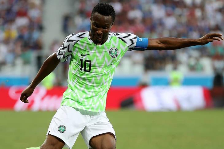 """جون أوبي ميكل يعترف بـ""""خطف والده""""  قبل مباراة نيجيريا.. ويروي تفاصيل الواقعة"""