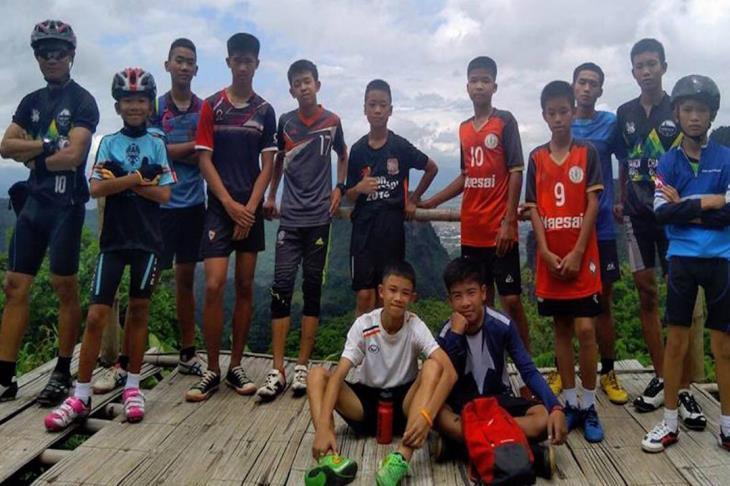 """العالم ينتظر.. عملية انقاذ فريق """"أطفال الكهف"""" في تايلاند تدخل يومها الثاني"""