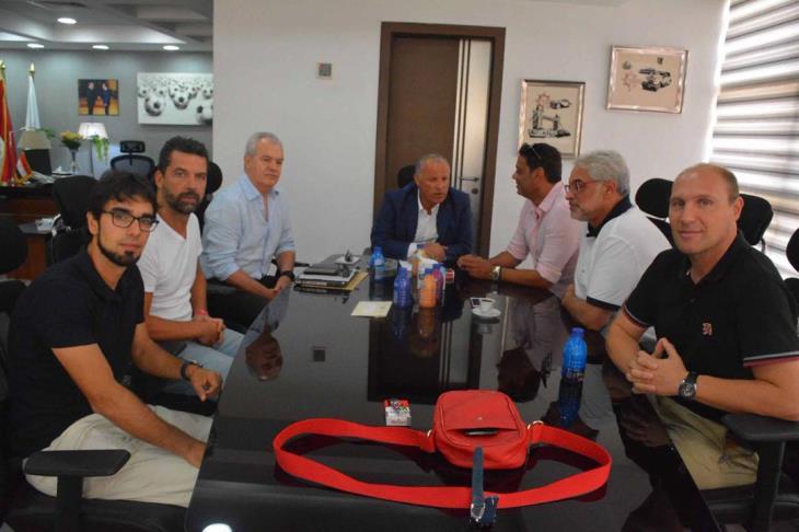 جلسة بين أبو ريدة وأجيري للإطمئنان على استعدادات للنيجر