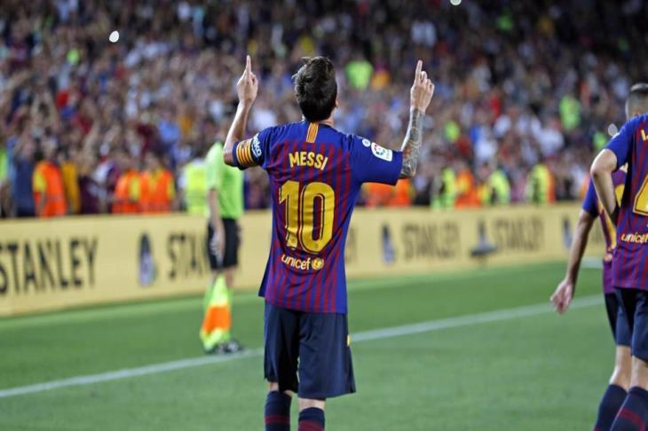 """رونالدينيو يطالب بـ""""حجب"""" القميص رقم 10 بعد اعتزال ميسي"""