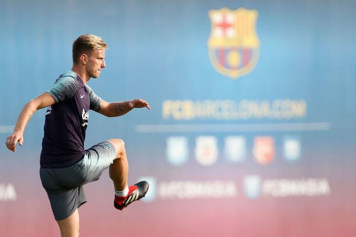 تقارير: غياب راكيتيتش عن برشلونة لمدة 3 أسابيع للإصابة