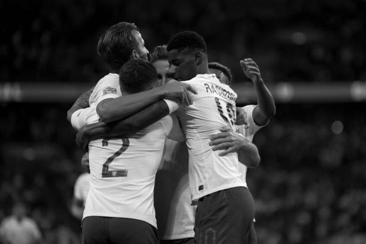 ميرور: إذاعة 25 ثانية من مباراة إنجلترا وسويسرا بالأبيض والأسود لمناهضة العنصرية