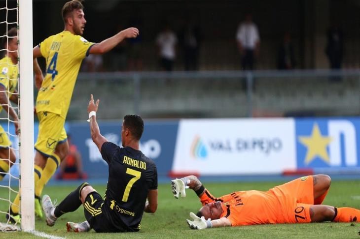 كييفو أول الهابطين من الدوري الإيطالي بعد الخسارة أمام نابولي