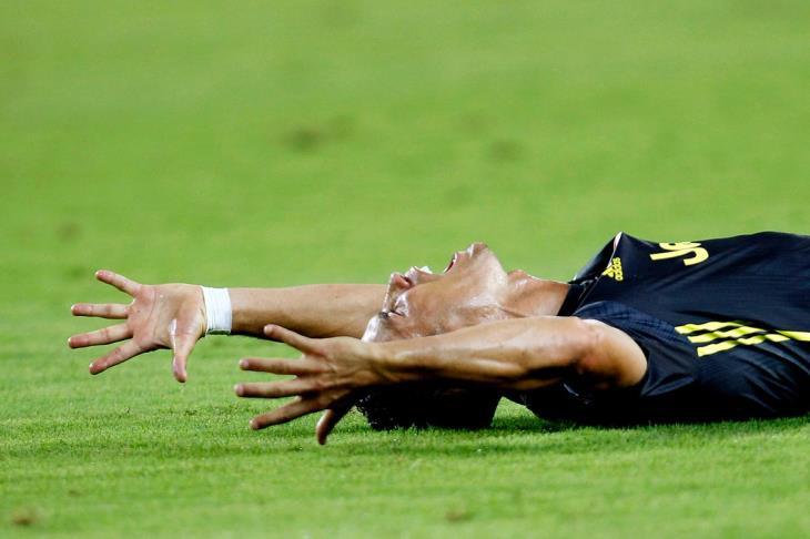 بالفيديو.. رونالدو يتلقى أول بطاقة حمراء في دوري الأبطال