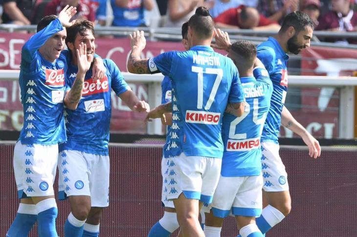 نابولي يعبر سامبدوريا بثلاثية في الدوري الإيطالي