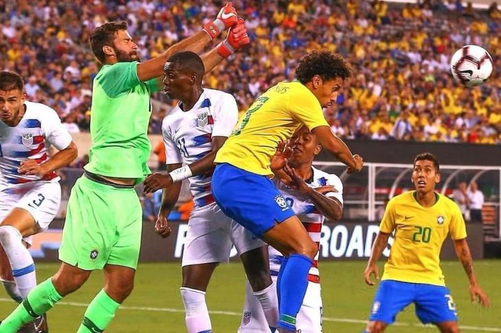 البرازيل تحقق أول انتصار بعد اخفاق المونديال.. والأرجنتين تفوز بدون ميسي