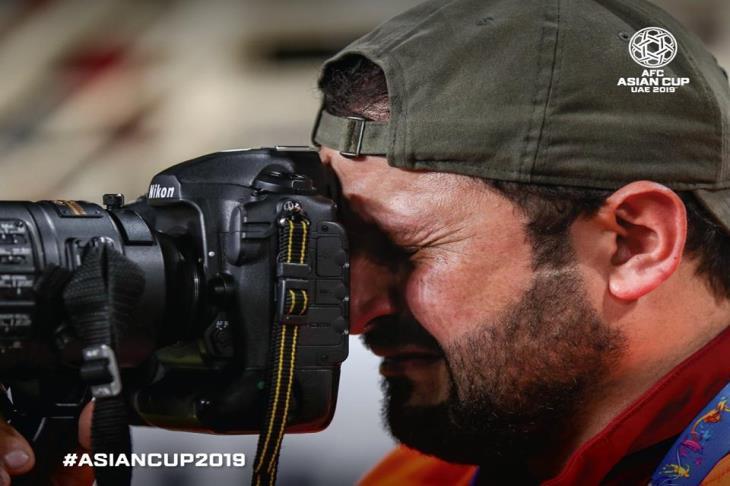 قصة المصور الباكي بكأس آسيا... تذكرت أيامي في شوارع بغداد وحلمي الذي ضاع