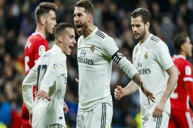 آس: جماهير أياكس تشعل الألعاب النارية أمام فندق ريال مدريد لإزعاج لاعبيه