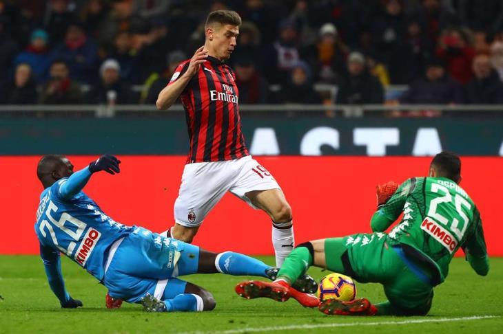 ميلان يهزم نابولي ويصعد لقبل نهائي كأس إيطاليا