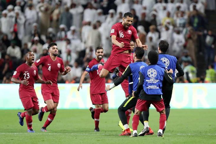 النداء الأخير لطائرة الدوحة.. قطر تصل لنهائي أمم آسيا بعد رباعية في الإمارات